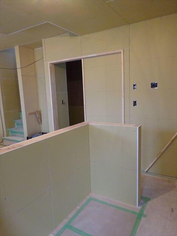 滝沢 穴口の家 大工工事進行中。_f0105112_04100062.jpg