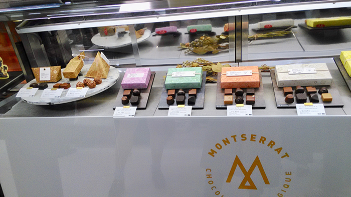 MONTSERRAT モンセラートチョコレートの売り場_a0052641_17211926.jpg