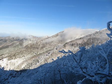今年初のスノーシューで樹氷の森を堪能!!【台高・明神平界隈】1/19 ★MSRライトニングアッセントを加工修理する_d0387443_09453512.jpg