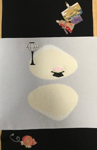 商品紹介・綺麗なアップリケのお雛様の帯+岡重小紋。_f0181251_19090141.jpg