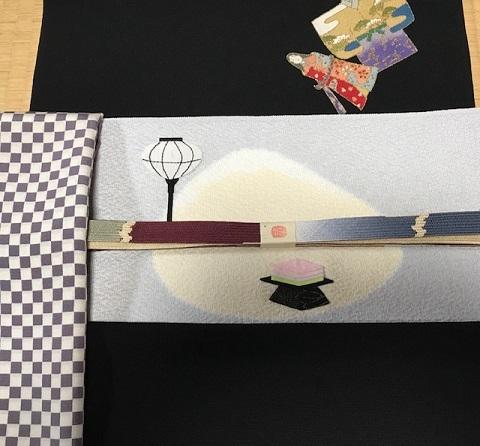 商品紹介・綺麗なアップリケのお雛様の帯+岡重小紋。_f0181251_19112370.jpg