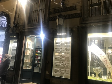 ヴァチカン御用達、フィレンツェの老舗銀器店_a0136671_12262980.jpeg