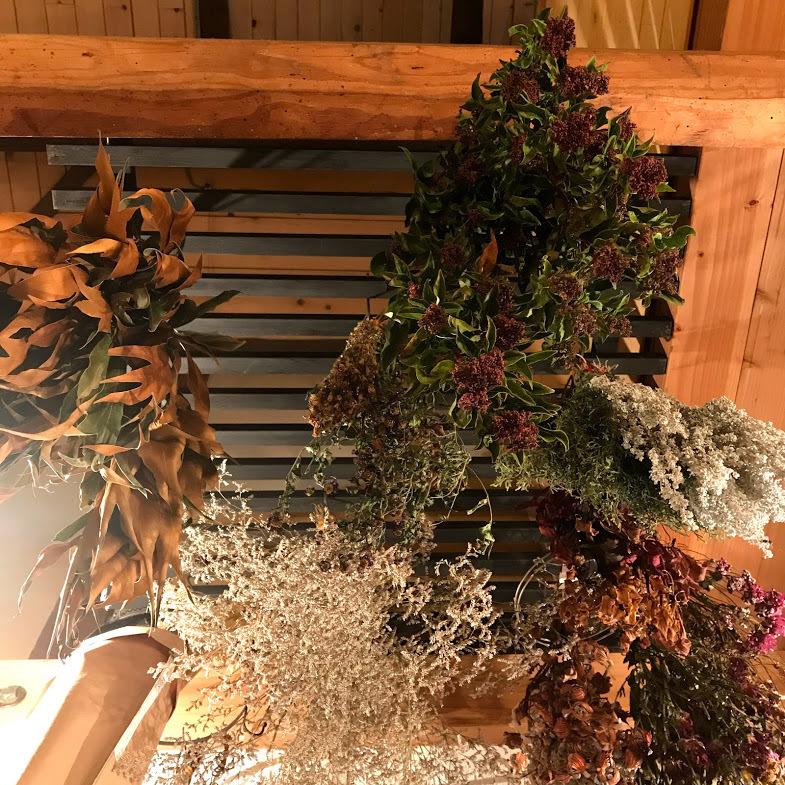 愉しんだあとはドライフラワーに!「お気に入りの花花を仕分け、整理・・・花材に。」編_e0359584_23490297.jpg