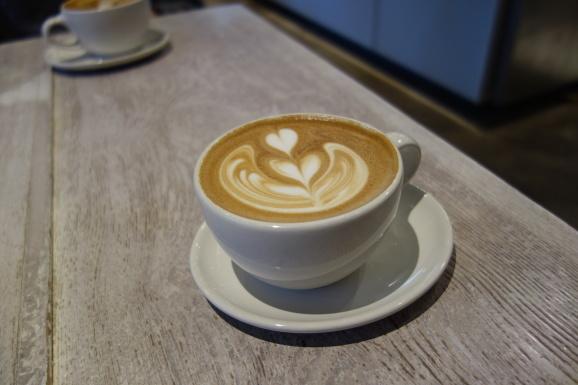 ブルーボトルコーヒーでラテ_e0230011_16585622.jpg