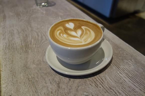 ブルーボトルコーヒーでラテ_e0230011_17000166.jpg