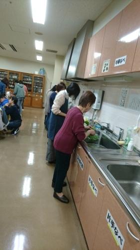 インターナショナルキッチン 「冬はやっぱり鍋でしょう!?」 火曜日朝教室 _e0175020_00294436.jpg