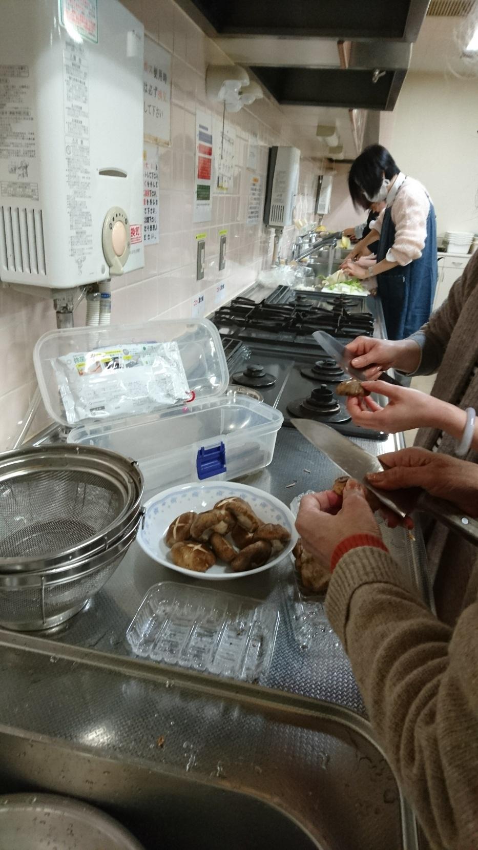 インターナショナルキッチン 「冬はやっぱり鍋でしょう!?」 火曜日朝教室 _e0175020_00313230.jpg