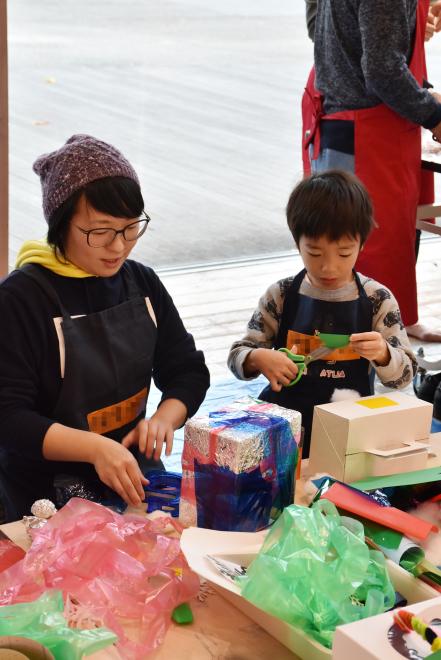 ワークショップ「みんなで飾るクリスマスドーム」を開催しました!_c0222139_11254821.jpg
