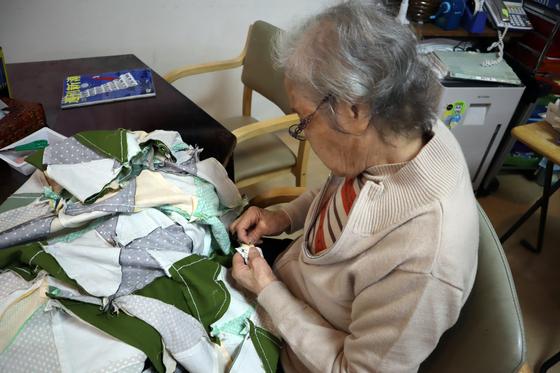 裁縫 ~ パッチワークの寝具セット ~_e0222340_1532462.jpg
