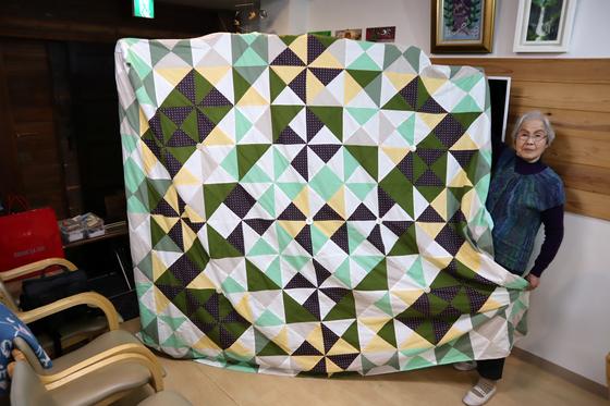 裁縫 ~ パッチワークの寝具セット ~_e0222340_1537998.jpg