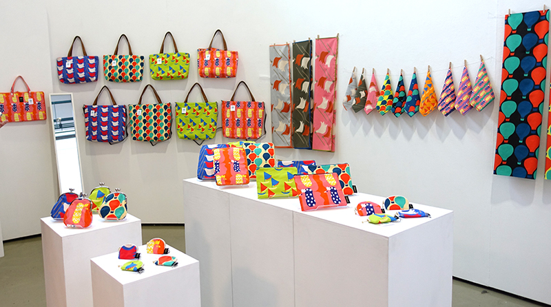 明日2/2(日)まで!【Kayoko Kawata「Spring breeze」Zakuro original print textile展】_a0017350_02085021.jpg