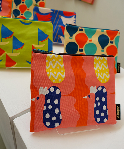 未来の行方を教えてくれる風の布小物たち【Kayoko Kawata「Spring breeze」Zakuro original print textile展】_a0017350_02085031.jpg