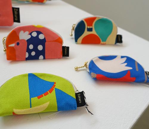未来の行方を教えてくれる風の布小物たち【Kayoko Kawata「Spring breeze」Zakuro original print textile展】_a0017350_02451309.jpg