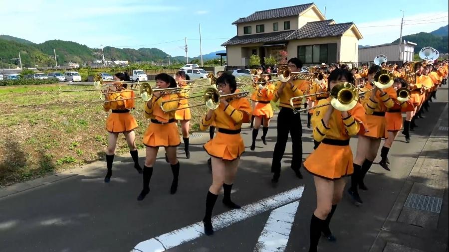 マーチングバンド パンチラ 京都橘高等学校 吹奏楽部 (カラーガード) ブルーメンパレード 2016