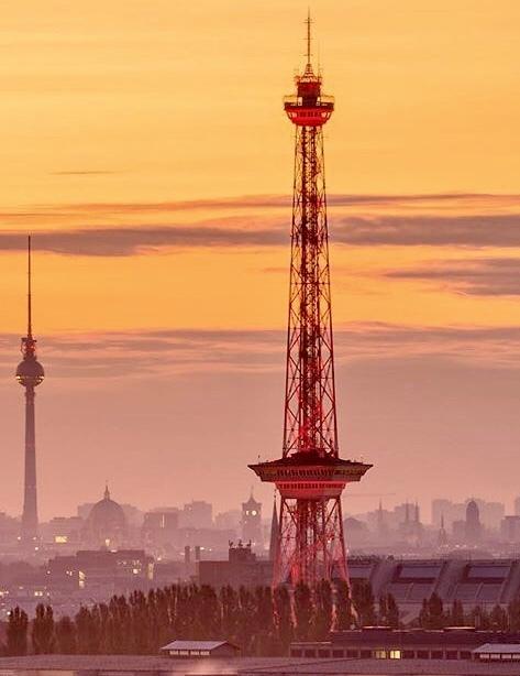 ベルリンと東京 2つのタワー、西と東に。_c0180686_08160609.jpeg