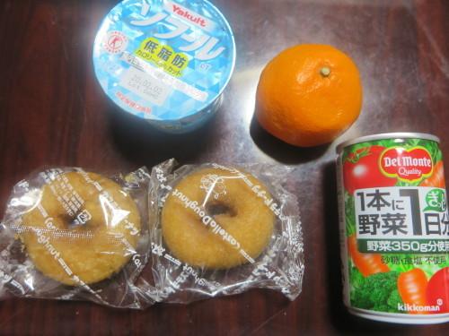 朝:ドーナツ、わらび煮、きんぴら、ヨーグルト&野菜ジュース 昼:天丼&寿司 夜:ホタテ和風弁当_c0075701_17092023.jpg