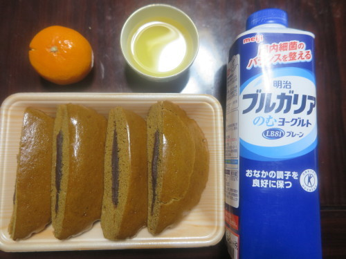 朝:黒糖パン&ヨーグルト 昼:味噌餅&白餅 夜:ゆあーずの唐揚げ、味噌汁&冷奴_c0075701_21155383.jpg