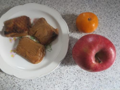 朝:黒糖パン&ヨーグルト 昼:味噌餅&白餅 夜:ゆあーずの唐揚げ、味噌汁&冷奴_c0075701_21175854.jpg
