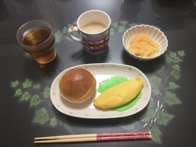 しらゆり荘 朝食 :  ツナマヨオムレツ、フレンチサラダ、パン、スープ_c0357519_06575559.jpeg