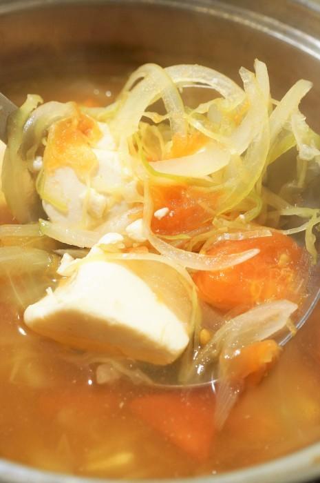 ■5分で副菜【創味シャンタン味 豆腐と野菜のスープ 昨日の羽根つき餃子のお伴でした♪】_b0033423_10275124.jpg