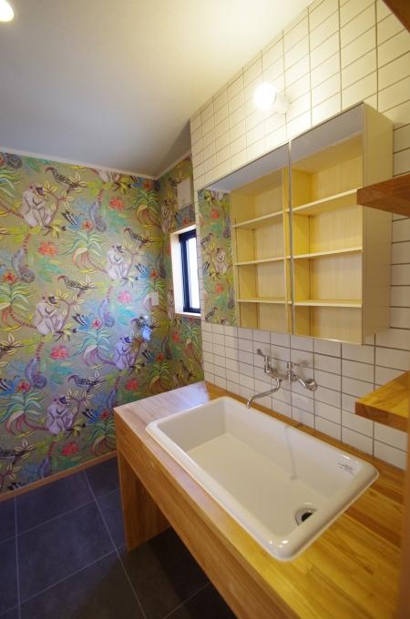 洗面室は華やかに、機能性を_c0004024_12194203.jpg