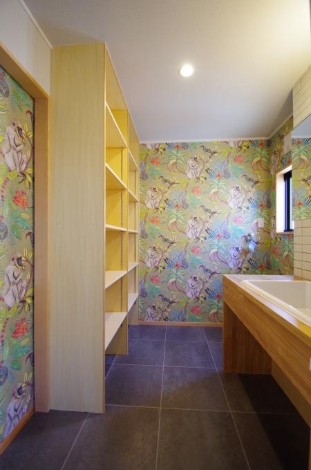 洗面室は華やかに、機能性を_c0004024_12205515.jpg