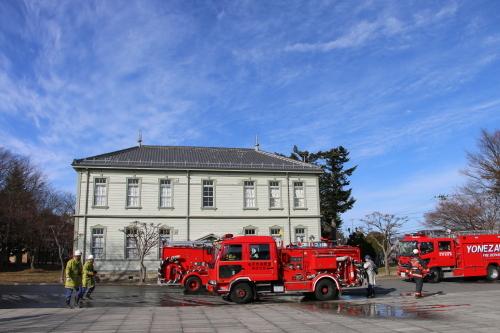 重要文化財・旧米沢高等工業学校本館にて消防訓練を行う_c0075701_11055211.jpg