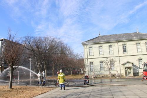 重要文化財・旧米沢高等工業学校本館にて消防訓練を行う_c0075701_11063074.jpg