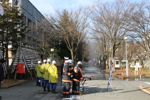 重要文化財・旧米沢高等工業学校本館にて消防訓練を行う_c0075701_11070057.jpg