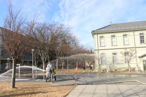 重要文化財・旧米沢高等工業学校本館にて消防訓練を行う_c0075701_11072726.jpg
