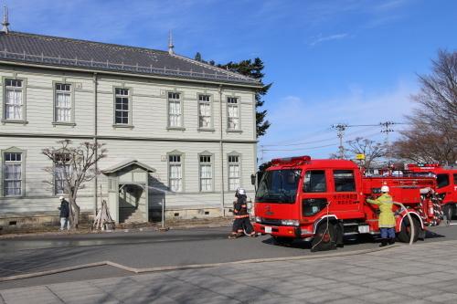 重要文化財・旧米沢高等工業学校本館にて消防訓練を行う_c0075701_11074469.jpg