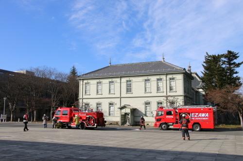 重要文化財・旧米沢高等工業学校本館にて消防訓練を行う_c0075701_11080488.jpg