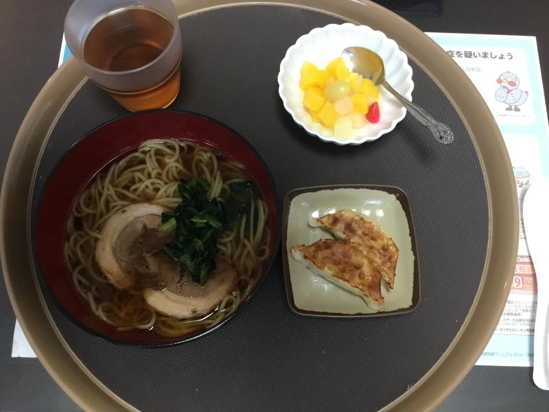 しらゆり荘 昼食 醤油ラーメン 餃子 フルーツカクテル_c0357519_12021118.jpeg