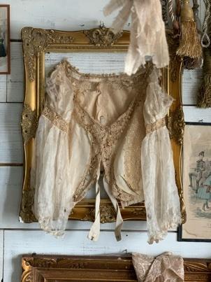 枯れたアンティークドレスの魅力_e0237680_14195089.jpeg
