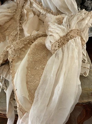 枯れたアンティークドレスの魅力_e0237680_14202343.jpeg