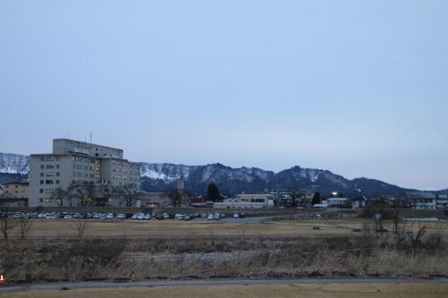 雪のない米沢の街を、工学部キャンパスより万里橋経由自宅へ_c0075701_17330580.jpg