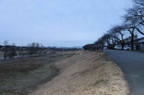 雪のない米沢の街を、工学部キャンパスより万里橋経由自宅へ_c0075701_17335026.jpg