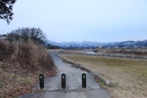 雪のない米沢の街を、工学部キャンパスより万里橋経由自宅へ_c0075701_17335510.jpg