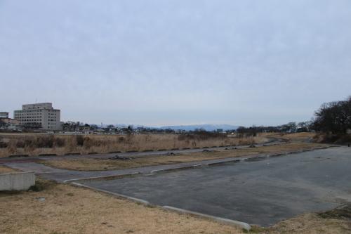 雪のない米沢の街を、工学部キャンパスより万里橋経由自宅へ_c0075701_17342506.jpg