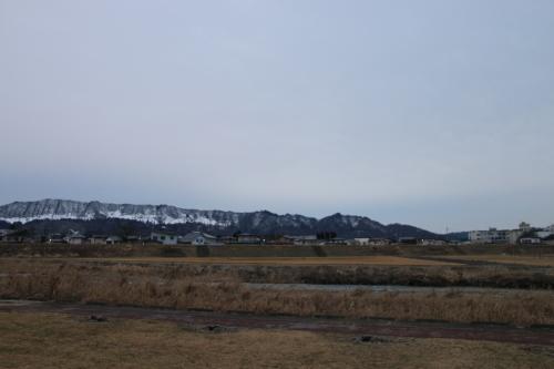 雪のない米沢の街を、工学部キャンパスより万里橋経由自宅へ_c0075701_17344224.jpg