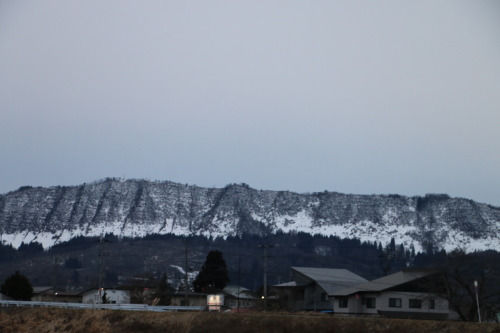 雪のない米沢の街を、工学部キャンパスより万里橋経由自宅へ_c0075701_17345111.jpg