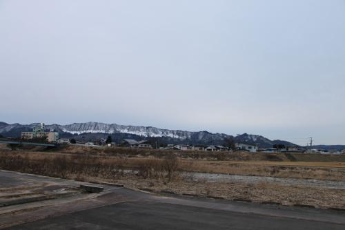 雪のない米沢の街を、工学部キャンパスより万里橋経由自宅へ_c0075701_17345705.jpg