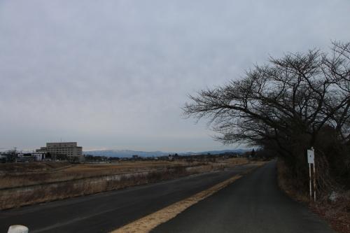 雪のない米沢の街を、工学部キャンパスより万里橋経由自宅へ_c0075701_17352133.jpg