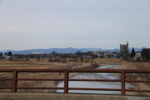 雪のない米沢の街を、工学部キャンパスより万里橋経由自宅へ_c0075701_17354052.jpg