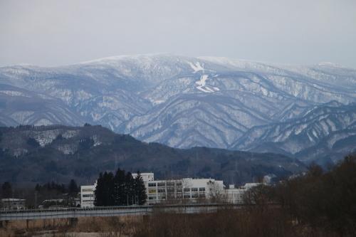 雪のない米沢の街を、工学部キャンパスより万里橋経由自宅へ_c0075701_17355048.jpg
