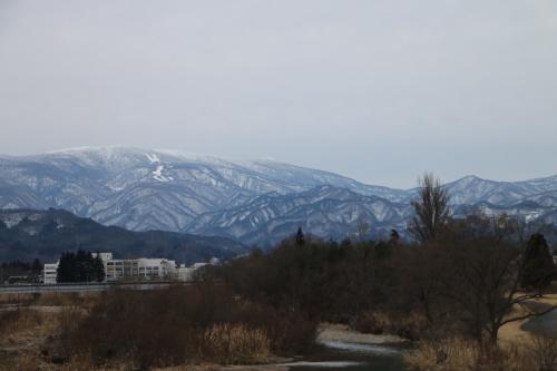 雪のない米沢の街を、工学部キャンパスより万里橋経由自宅へ_c0075701_17355747.jpg