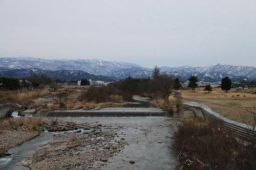 雪のない米沢の街を、工学部キャンパスより万里橋経由自宅へ_c0075701_17360433.jpg
