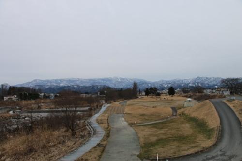 雪のない米沢の街を、工学部キャンパスより万里橋経由自宅へ_c0075701_17362154.jpg