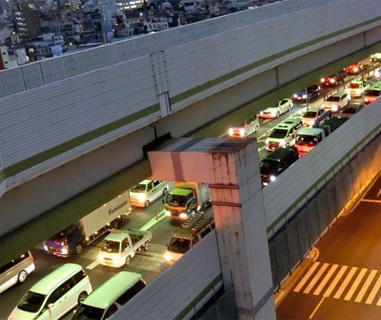 今夜も渋滞の高速道路_b0255303_17155871.jpg