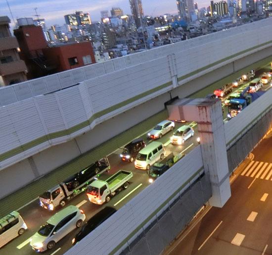 今夜も渋滞の高速道路_b0255303_17162221.jpg